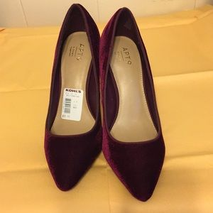 Ruby red size 8 1/2 with 3 1/2 inch heals